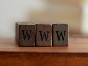 社名を変えます。ホームページのURL(ドメイン)だけ変えることはできますか?